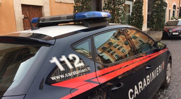 Giovane inglese in ostaggio a Macerata: liberato dai carabinieri. Giallo sul riscatto: «Chiesti 7.000 euro»