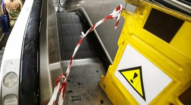 Scale mobili ferme alla stazione Cornelia, metro A