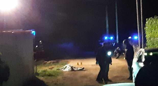 Copertino, ucciso un maresciallo dei carabinieri in pensione. Il killer incappucciato: è caccia all'uomo