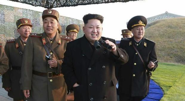 Corea del Nord, si addormenta durante il meeting con Kim Jong-un: lui lo fa giustiziare con un cannone