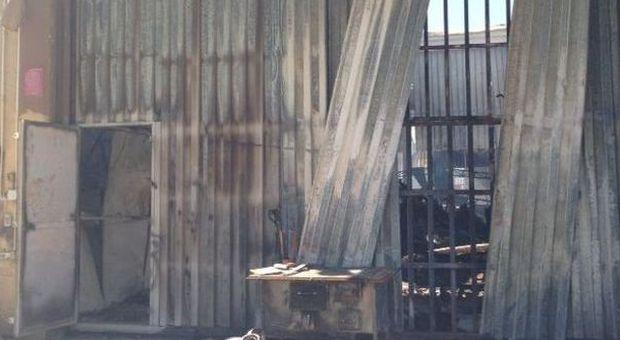 Guidonia in fiamme il magazzino del cinema distrutti gli for Industria italiana arredi