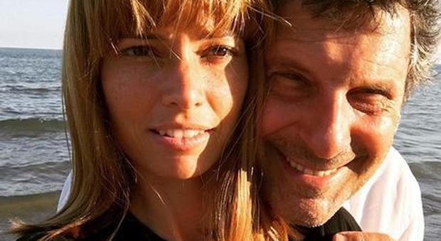 Fabrizio Frizzi, la lettera inedita che scrisse a Enzo Mirigliani: «Senza di te non avrei conosciuto il mio amore»