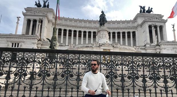 Il batterista Flaviano Pennisi a Roma davanti all'Altare della Patria