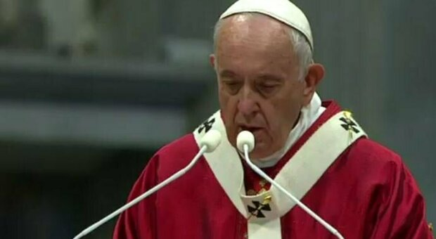 Il Papa migliora, medici fiduciosi di un pronto recupero ma un sito riflette sulla sua immagine di Superman