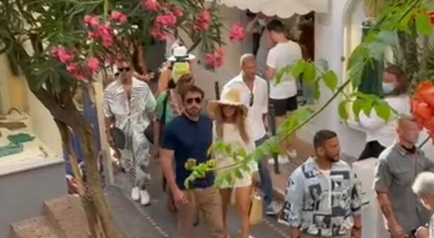 Jennifer Lopez e Ben Affleck a Capri: passeggiata romantica tra selfie e applausi