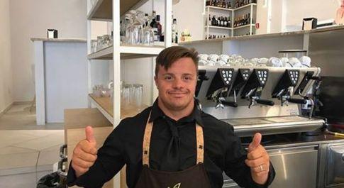 Andrea Cenci, il ragazzo down assunto all'Amaris Caffè di piazza Dante a Viterbo
