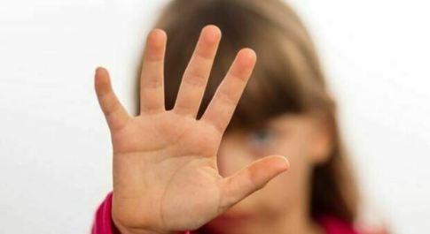 Nonno violentava le nipotine 13enni che andavano a fare i compiti da lui: condannato a 14 anni