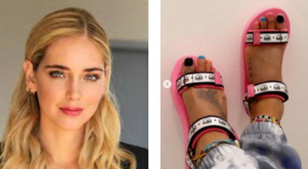 Chiara Ferragni lancia i sandali da mare, polemica sul web: «Troppo costosi»