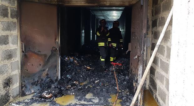 Ufficio In Fiamme : Bari a fuoco larchivio del giudice di pace: in fiamme le schede