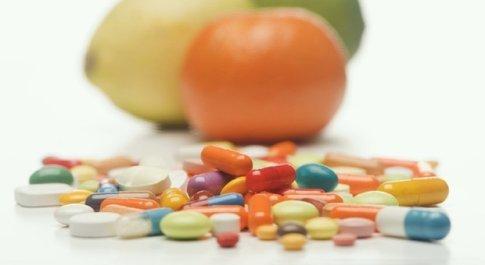 Coronavirus e integratori alimentari, Iss: «Sbagliato usarli per curarsi, potenzialmente pericoloso»