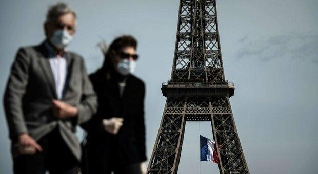 Parigi, feste clandestine per aggirare i divieti: musica, alcol e zero regole