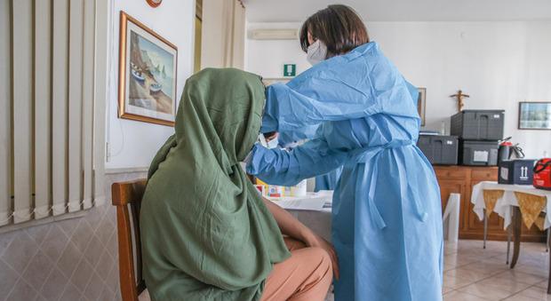 Afghani a Roma, la Regione Lazio: «Nessuno ha il Covid, tutti si vaccinano»