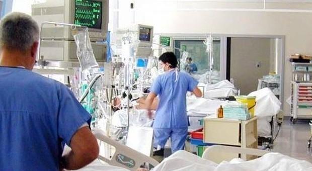 Batterio New Delhi, salgono a 119 i casi in Toscana: «Morti un terzo dei pazienti»