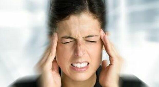 Emicrania, stress e alterazioni ormonali tra le cause scatenanti
