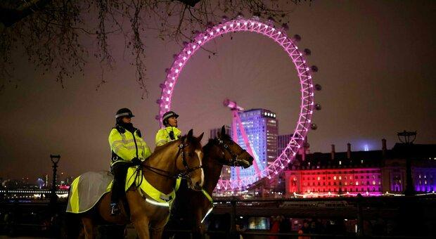 Terza ondata Gran Bretagna, contagi fuori controllo (58.000): scuole chiuse a Londra