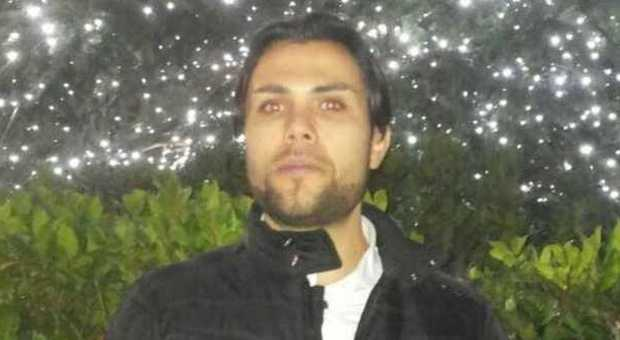 Numana, scomparso cuoco di 27 anni. La madre: il web dice che è morto, sono disperata