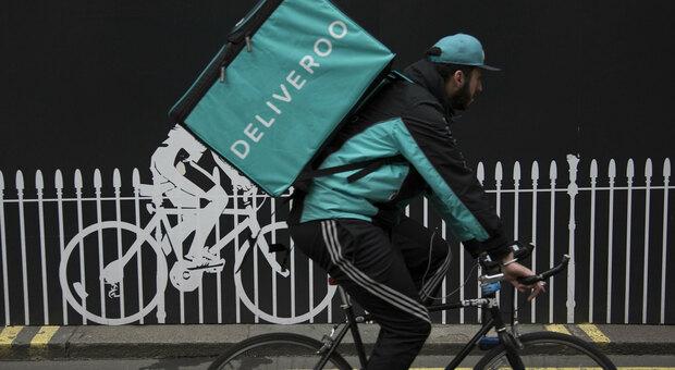 Deliveroo, il tribunale di Bologna: «Usa algoritmo discriminatorio, i rider non sono macchine»