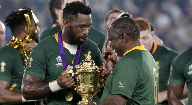 Gioia e orgoglio Springboks per il trionfo ai Mondiali: «Abbiamo vinto per 57 milioni di sudafricani»