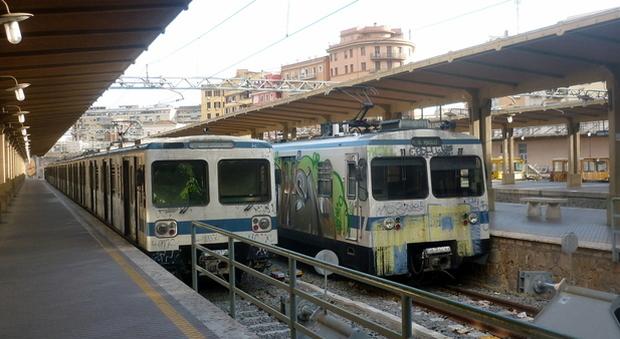 L'odissea Roma-Lido: così i binari deformati mandano in tilt la linea