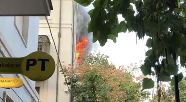 Pescara, casa in fiamme nel centro: salvato il proprietario