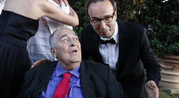 Benigni in una foto con Bernardo Bertolucci