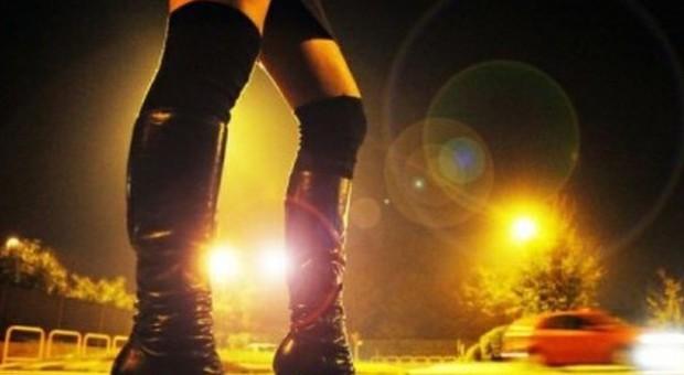 Senigallia, prostitute da strada da mille euro a notte: arrestati due sfruttatori