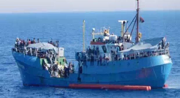 Migranti, nave di Ong tedesca sequestrata a Lampedusa: «Presunti contatti con scafisti»