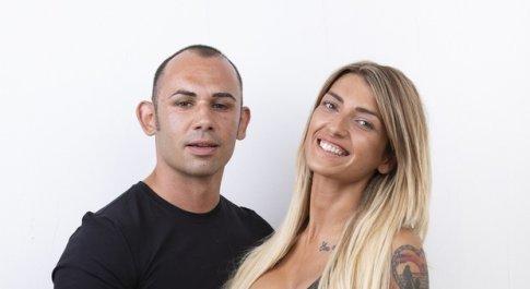 """Temptation Island: Valeria si """"vendica"""" di Ciavy con il single Alessandro. Sui social tifano per il bacio"""