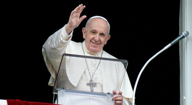 Vaccini, papa Francesco: «Sospendere i brevetti, siano di tutti: l'economia è malata»