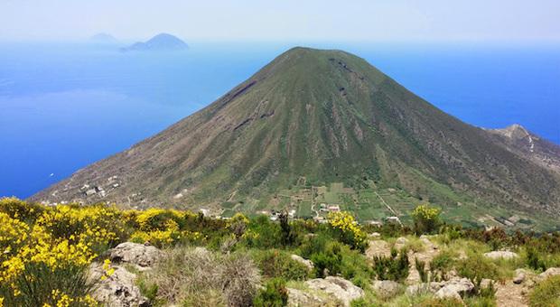Salina, l isola verde-blu delle Eolie, riapre al turismo