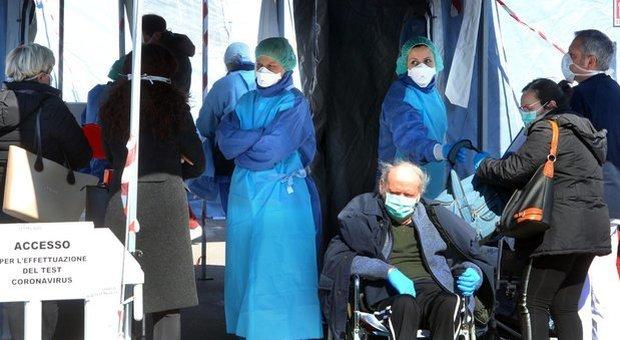 Coronavirus, Bergamo senza medici e infermieri: appello per far tornare al lavoro quelli in pensione