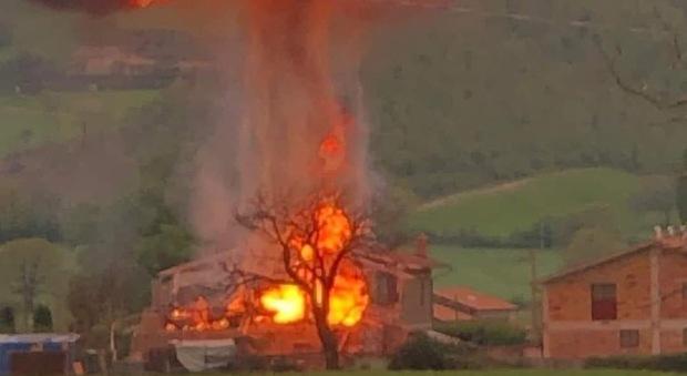 Esplosione Gubbio, operato d'urgenza uno dei feriti. Il cordoglio per Samuel ed Elisabetta
