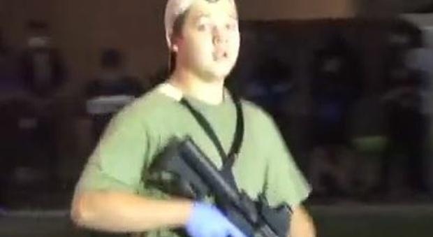 Wisconsin, uccide due manifestanti a colpi di fucile, il video di Kyle, il 17enne col fucile fa il giro del web