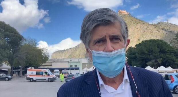 AstraZeneca, da Roma a Palermo: il volontario di 64 anni che vola in Sicilia per il vaccino