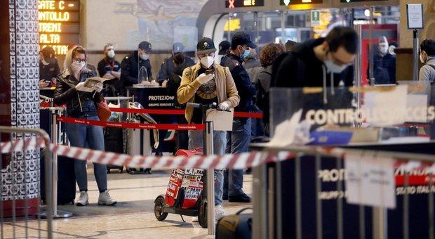Fase 2: Milano, code alla stazione Centrale e più auto e passeggeri su bus e tram