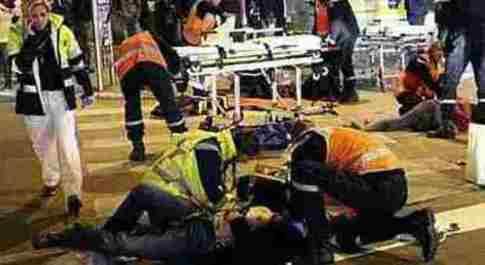 Nantes, invocando Allah investe i passanti e si pugnala: dieci feriti al mercato di Natale