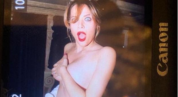 Laura Chiatti nuda su Instagram per festeggiare il milione di follower: «Grazie a tutti»