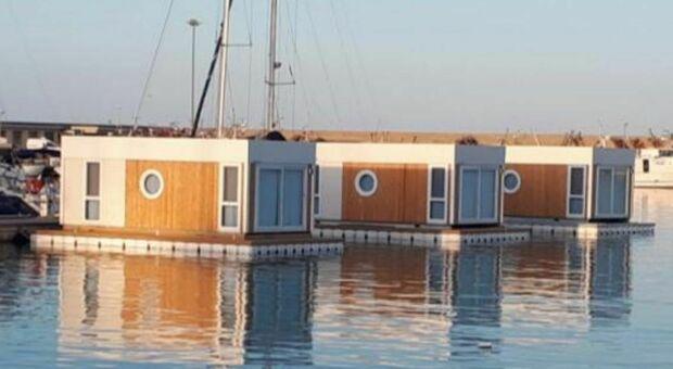 Casette galleggianti al porto, indagine della Finanza