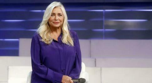 Mara Venier inizia Domenica In commossa: ricorda una collaboratrice morta per Covid, ecco chi era