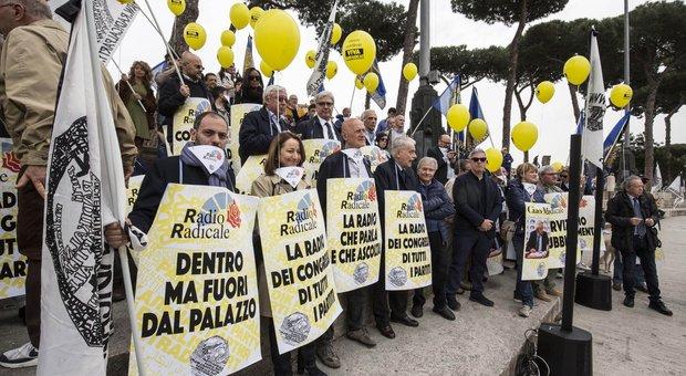 Manifestazione in difesa di Radio Radicale