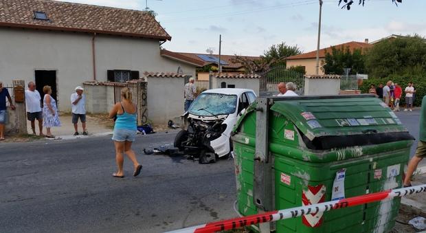 Fiumicino, moto contro minicar, grave centauro: ferite anche due ragazze