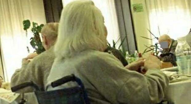 Fisioterapista violenta una donna di 95 anni malata di Alzheimer all'istituto per anziani in Provenza