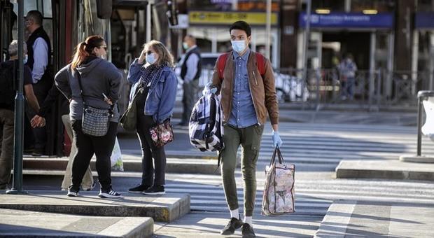 Coronavirus Fase 2 diretta, a Roma file in metro, più traffico e passeggeri a Termini