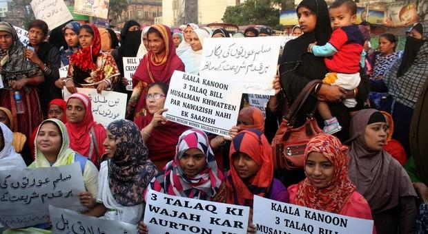 Una manifestazione delle donne indiane contro il triplo Talaq