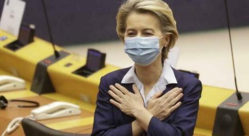 Vaccino anti Covid, Ursula von der Leyen: «In Europa raggiunto il 70% degli adulti» Video