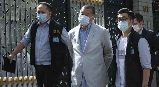 Hong Kong, arrestato l'editore Jimmi Lai e i due figli: «Infranta nuova legge sulla sicurezza»