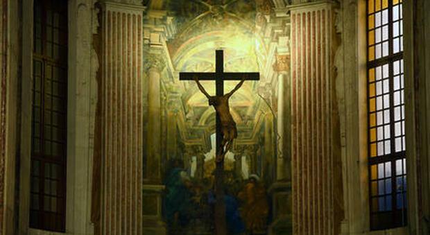Ravenna, si invaghisce del parroco e lo perseguita per anni: arrestata stalker di 47 anni