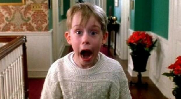 """Mamma ho perso l'aereo, il piccolo """"Kevin"""" compie 40 anni. Il post di Macaulay Culkin su Twitter"""
