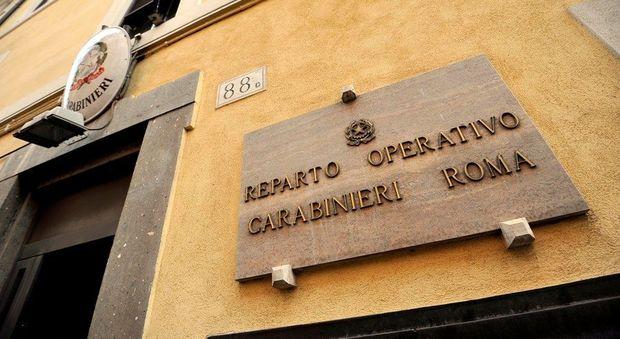 Roma, accoltella la ex e il vicino di casa: credeva avessero una relazione
