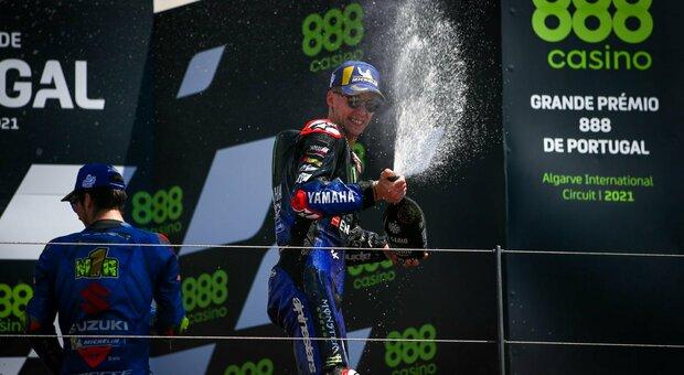 MotoGp, a Portimao trionfa Quartararo davanti a un grande Bagnaia. Cade Valentino Rossi